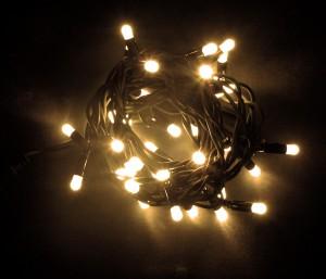Warmweisse LED Kette für Außen